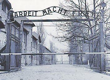"""""""Arbeit macht frei"""" (El trabajo os hará libres). Campo de exterminio de Auschwitz."""